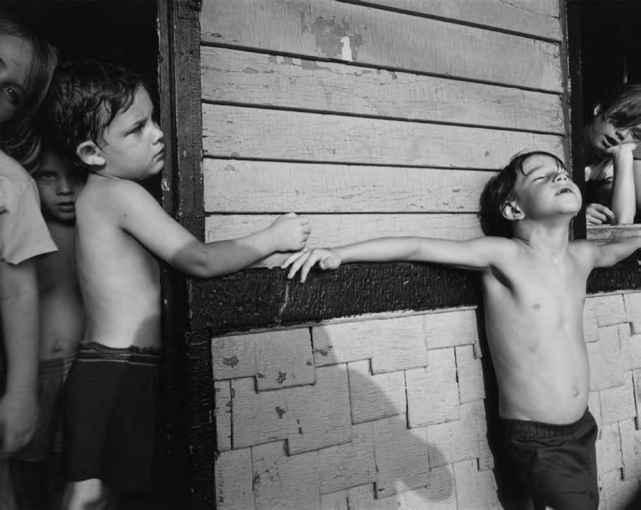 Мальчик с девочкой рассматривают пизду фото 626-913